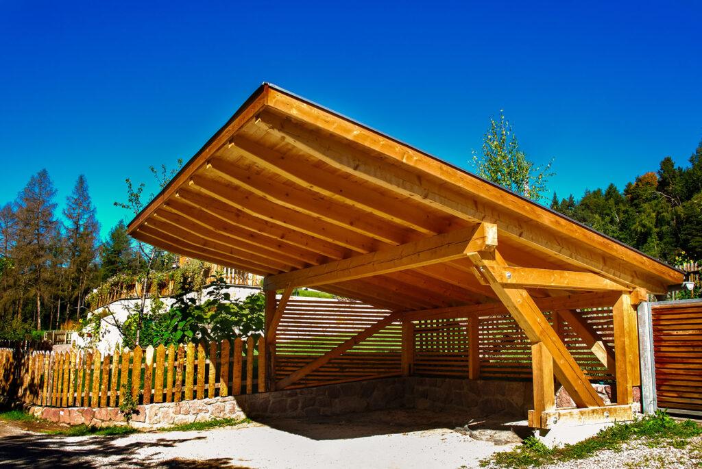 Carport schützt vor Sonne und Wetter